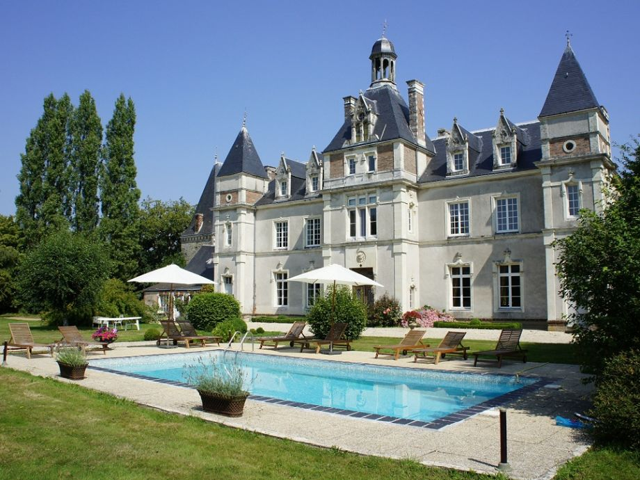 Château de Launay mit Pool