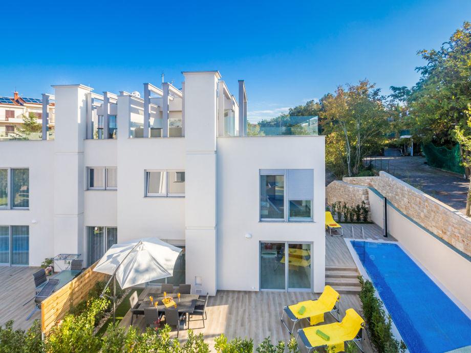 Ferienhaus villa malinska two insel krk firma agentur for Moderne bauweise