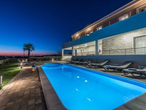 Stunning NEW Villa with private pool