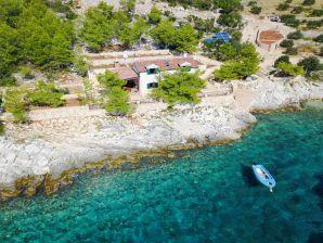 Ferienhaus Rubin in eigener Bucht auf Insel Hvar