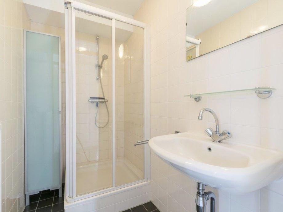 2e Badezimmer Mit Dusche. 2 Gäste Toiletten Im Haus.
