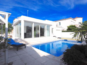 Villa White Lady near the beach with pool