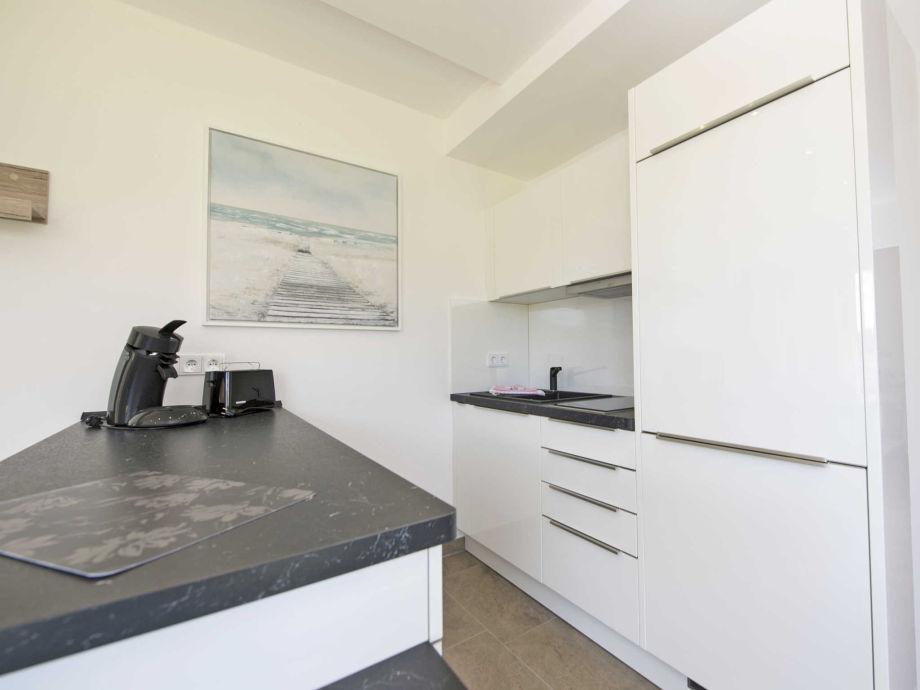 ferienwohnung 02 in der villa ars vivendi f 641 einliegerwohnung r gen binz firma. Black Bedroom Furniture Sets. Home Design Ideas