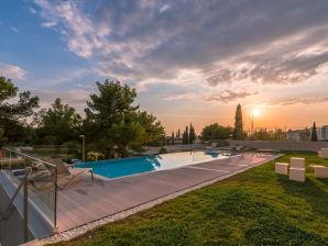 Ferienwohnung Luxuswohnung Bel Etage mit Pool