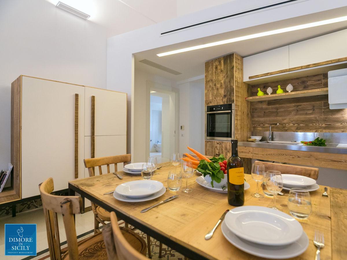 Holiday apartment dione apartments ortigia syracuse mr - Sala e cucina ...