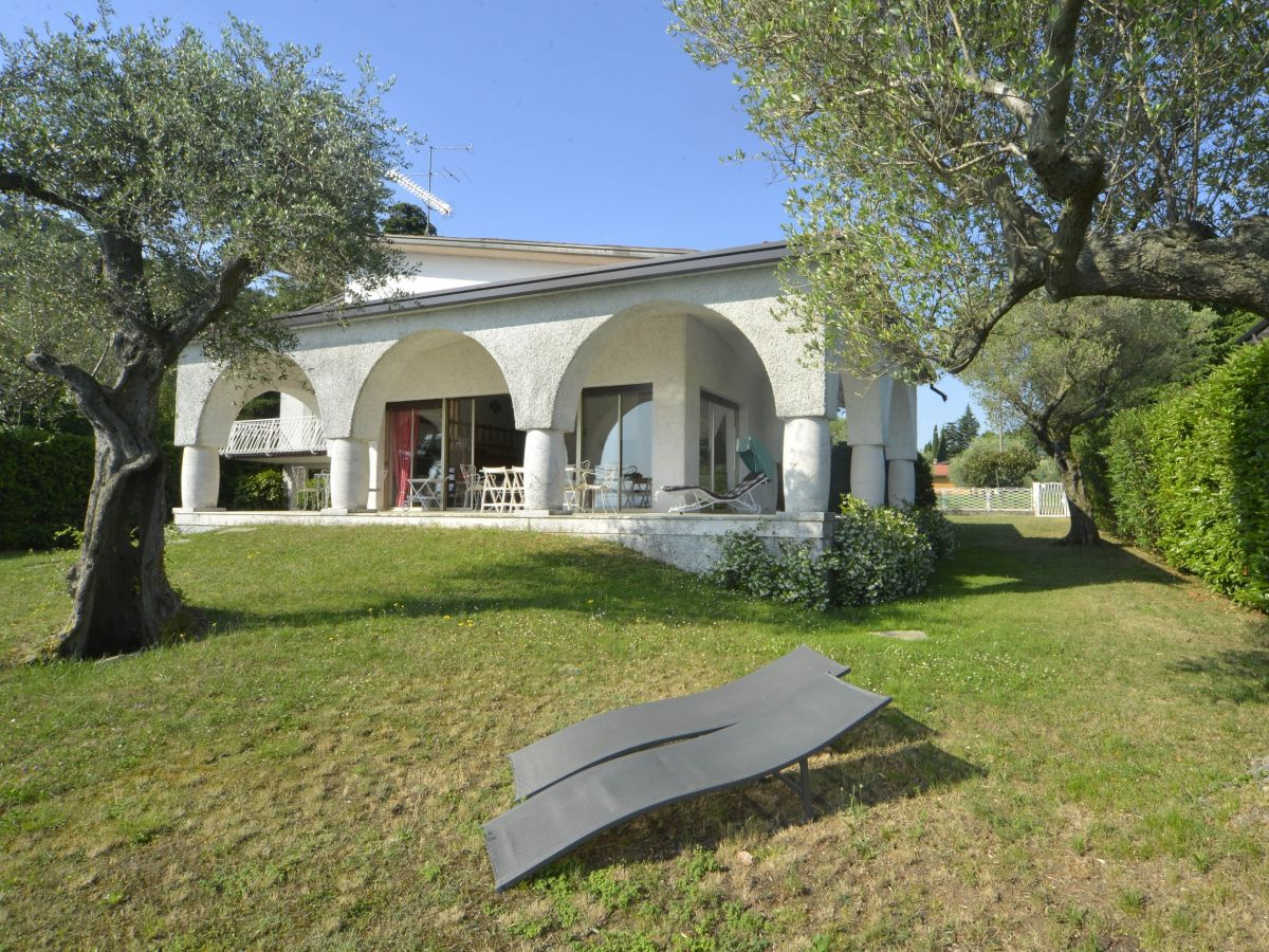 villa rocca lombardei manerba del garda firma holiday. Black Bedroom Furniture Sets. Home Design Ideas