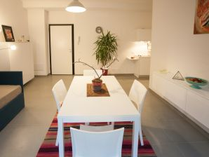 Ferienwohnung Cristina - Bright and Central 4 Pax
