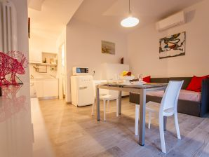 Ferienwohnung Valeria - Bright and Central 4Pax