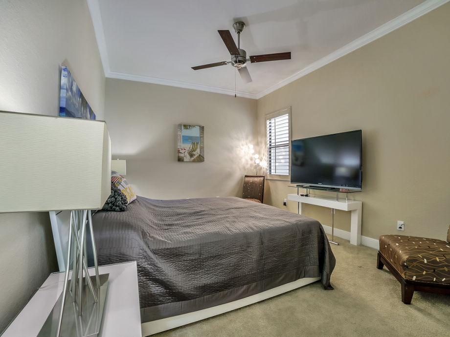 ferienhaus villa benny s dliche golfk ste cape coral firma engel v lkers cape coral frau. Black Bedroom Furniture Sets. Home Design Ideas