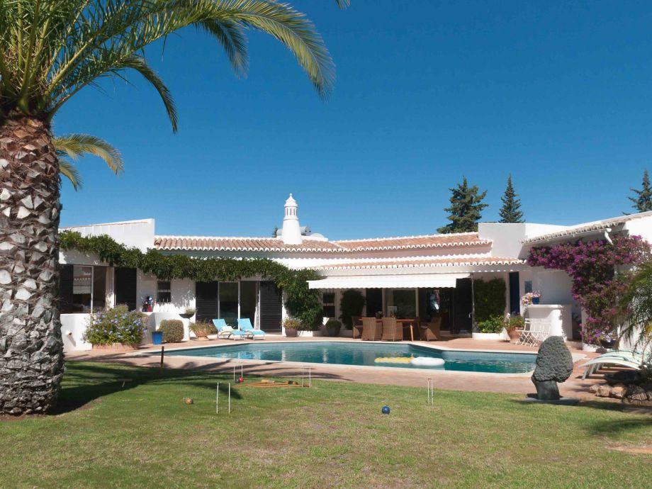 Villa mit Pool und großem Garten