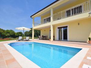Ferienhaus Maya mit Pool für 6-8