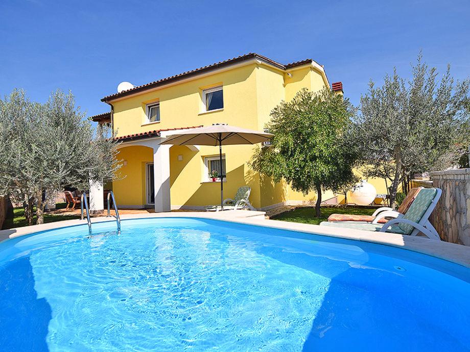 Ferienhaus lily mit pool f r 7 9 istrien firma geum - Formentera ferienhaus mit pool ...
