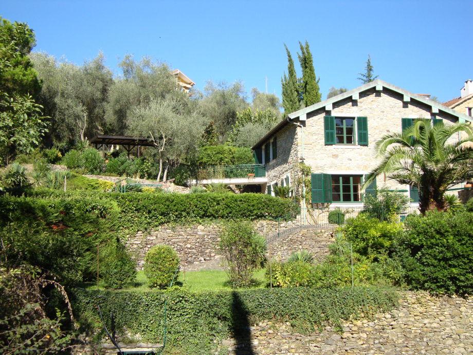 Villa bei Alassio mit großem mediterranen Garten