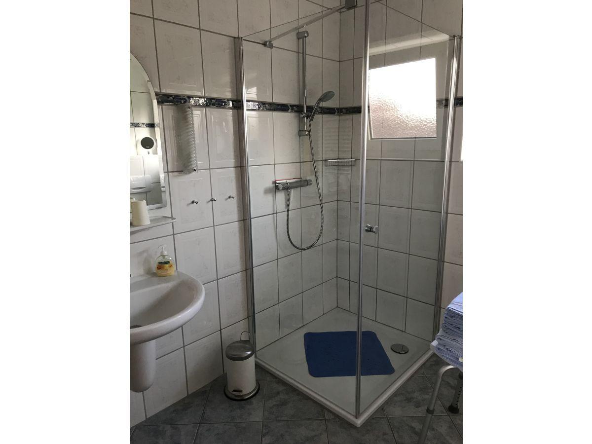 Ferienwohnung unner deck neuharlingersiel frau gesine jacobs for Badezimmer ebenerdige duschen