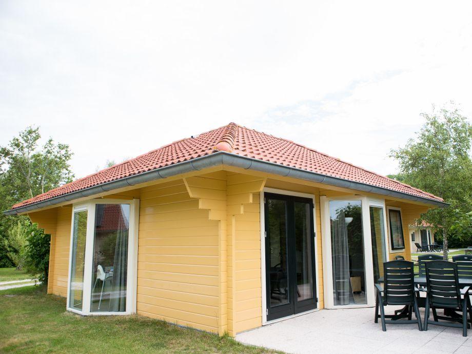 Villa Bungalow -  Außenseite und Terasse