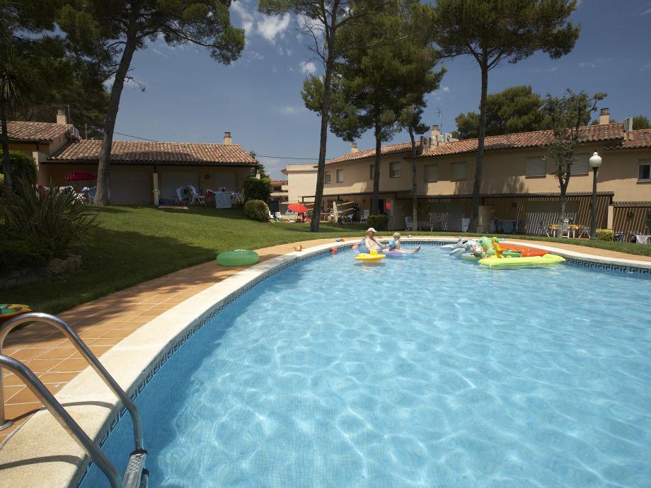 """Pool und Garten """"Village"""