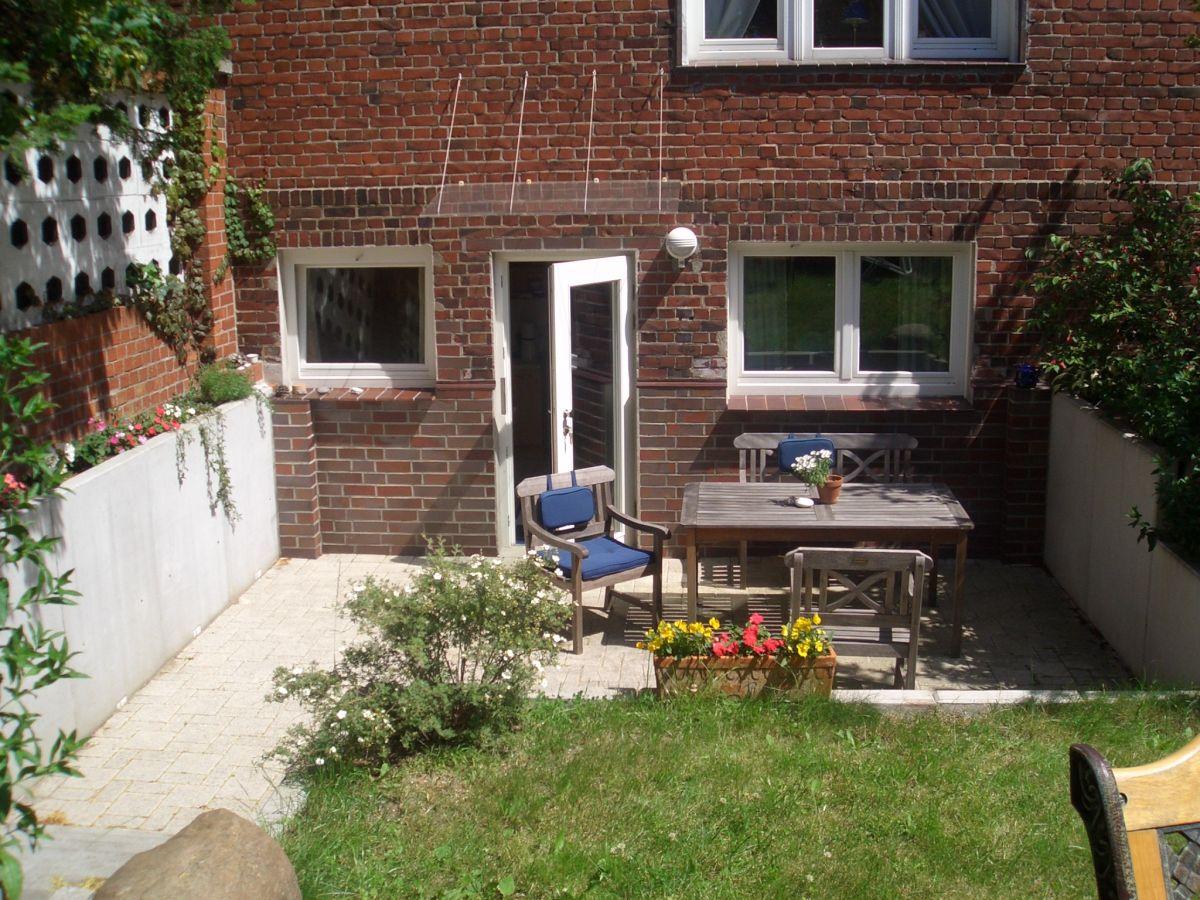 ferienwohnung mit terrasse in der backsteinvilla mecklenburgische ostseek ste warnem nde. Black Bedroom Furniture Sets. Home Design Ideas