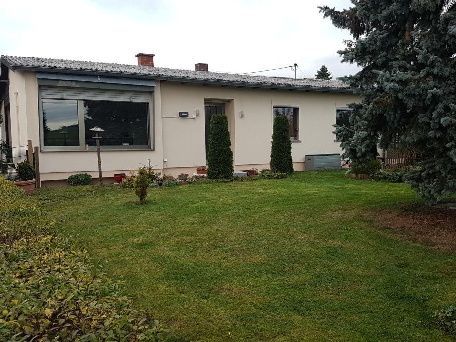 Haus mit eingzäumten Garten