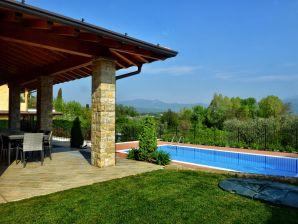 Ferienwohnung in der Villa Artemìa