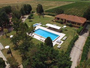 Ferienwohnung Lamborghini (mit Pool/Golfplatz/Restaurant)