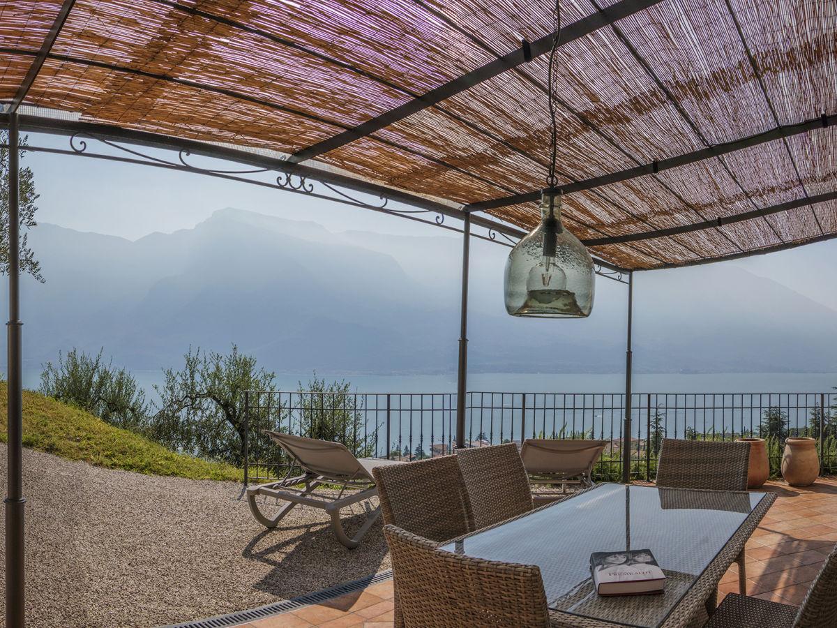 ferienwohnung in der villa limone italien lombardei. Black Bedroom Furniture Sets. Home Design Ideas