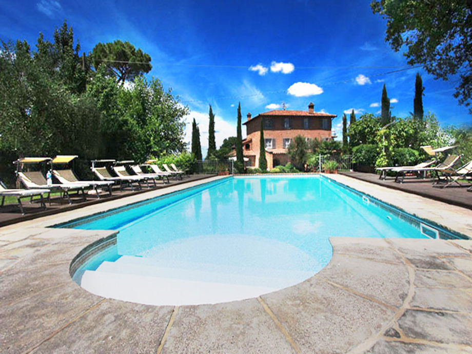The pool and the villa