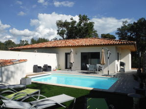 Holiday apartment With private heated pool near Beach