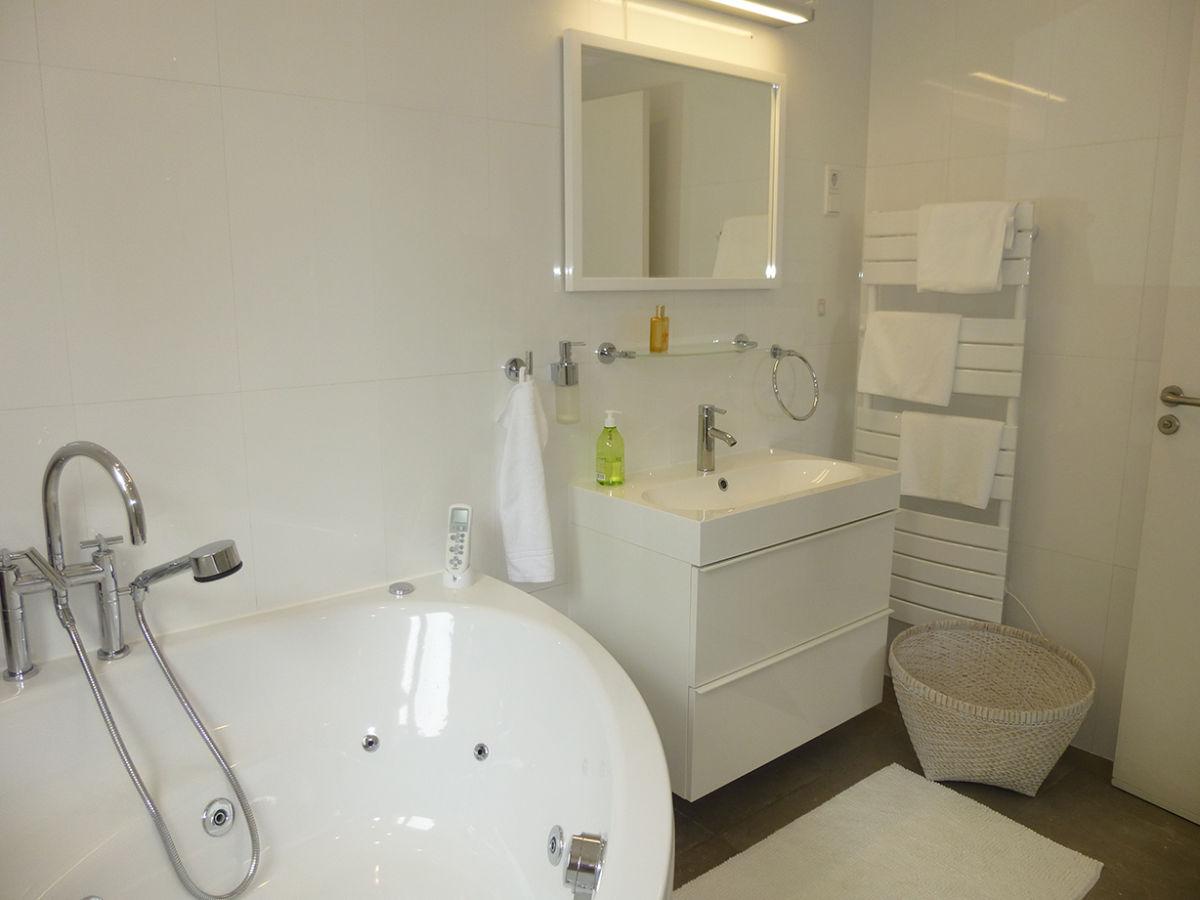 villa blanche c te d 39 azur theoule sur mer firma maisonazur simone andres frau simone andres. Black Bedroom Furniture Sets. Home Design Ideas