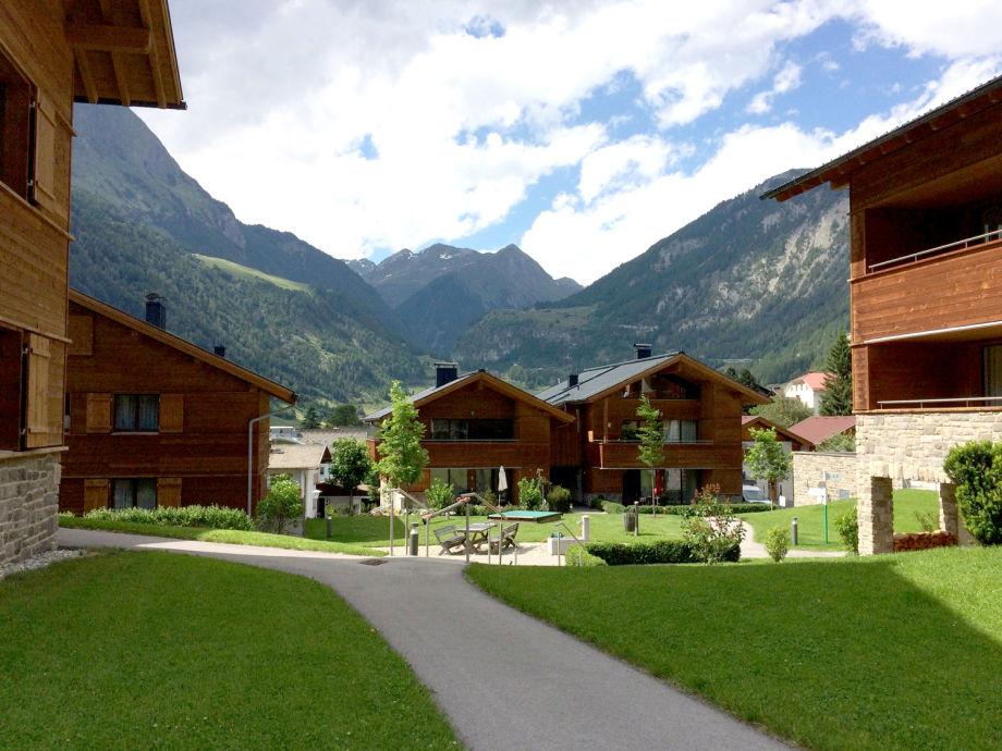 AlpinPark Sommer, Gartenanlage mit Bergblick