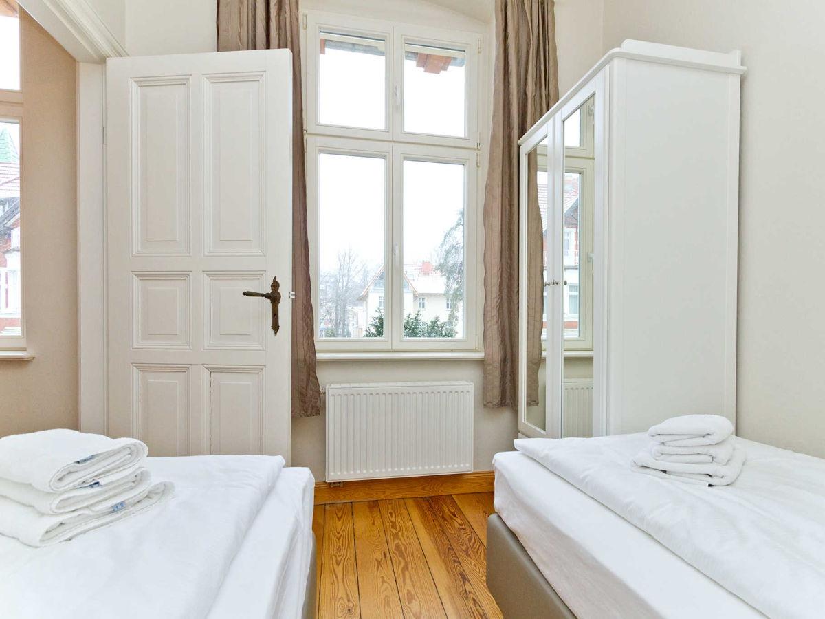 ferienwohnung 03 die klassische im haus auf dem h gel seebad heringsdorf firma usedomtravel. Black Bedroom Furniture Sets. Home Design Ideas