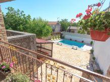 Holiday house Villa mit Swimmingpool