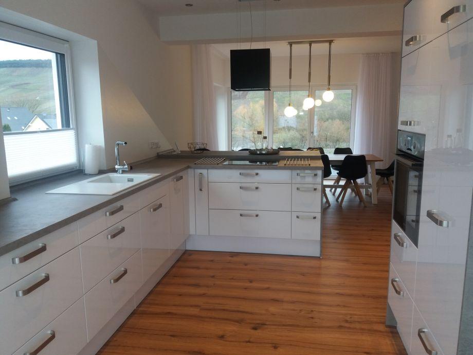 ferienhaus villa bernkastel mit gro er dachterrasse mosel frau dr heidi bastgen. Black Bedroom Furniture Sets. Home Design Ideas