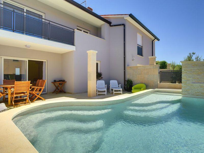 Villa 695