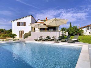 Villa 702