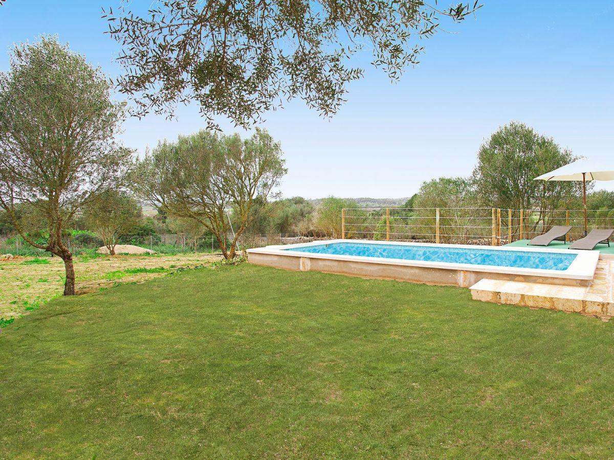Finca son alcaines 040608 balearen sineu firma www - Gartenanlage mit pool ...