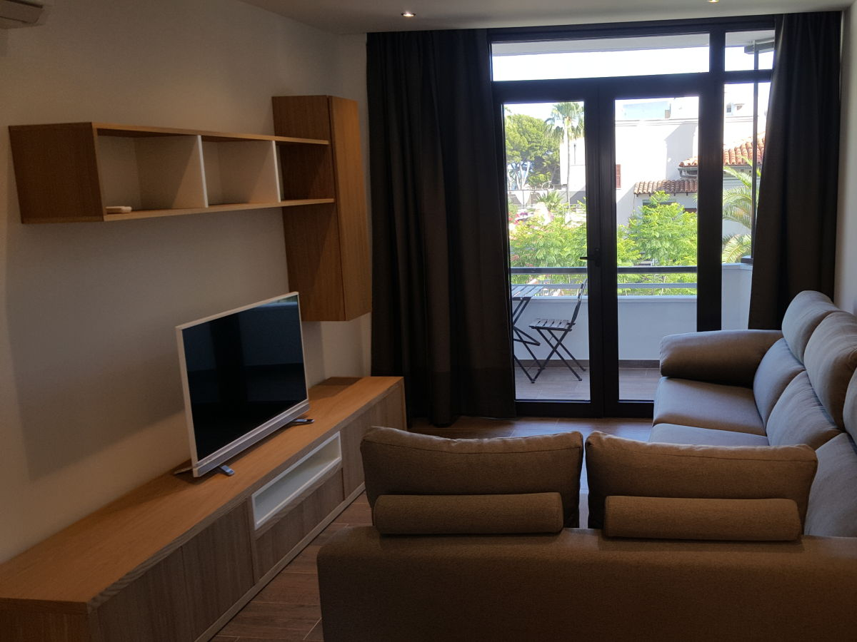 ferienwohnung pinnien platz mallorca herr santi. Black Bedroom Furniture Sets. Home Design Ideas