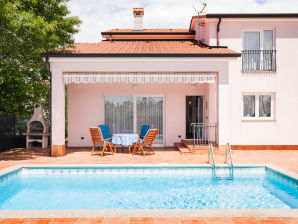 Villa Nova with private pool, near Poreč