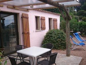 Ferienwohnung Bungalow Haus mit Meerblick und Terrasse zum Santa Giulia Strand.