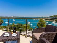 Villa Avemar with pool directly at the sea