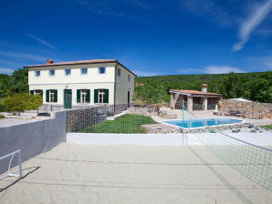 Villa Bea with pool, volleyball beach 3.5 km