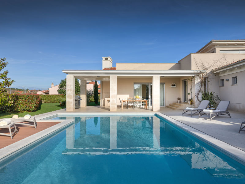 Villa Luxuria mit privatem Pool, Strand 100m