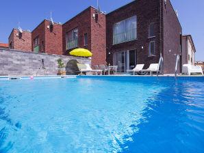 Villa Marena mit privatem Pool, 1km Strand