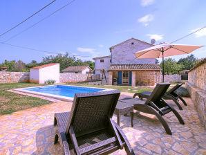 Villa Sasso mit privatem Pool