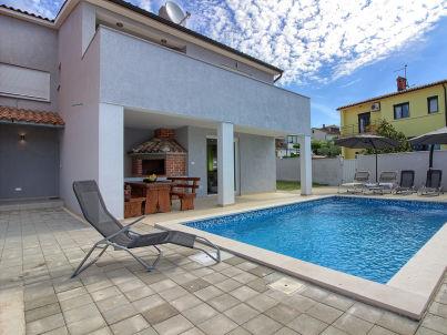 Škatari mit privatem Pool, Strand 3km