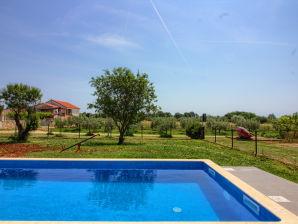 Villa Seve mit privatem Pool, 4km Strand