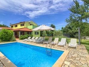 Villa Fuma mit privatem Pool, Strand 1.8km