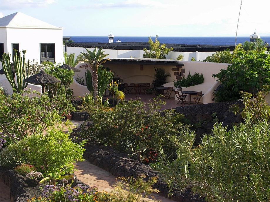 Blick aus dem OG-Apt. auf die Grillterrasse