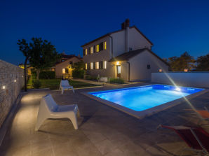 Villa Valbandon mit privatem Pool, Strand 300m