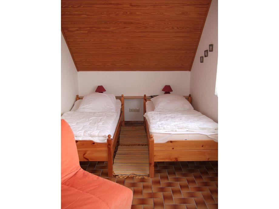 Ferienwohnung im haus meerholz dachgeschoss nordsee for Schlafzimmer dachgeschoss