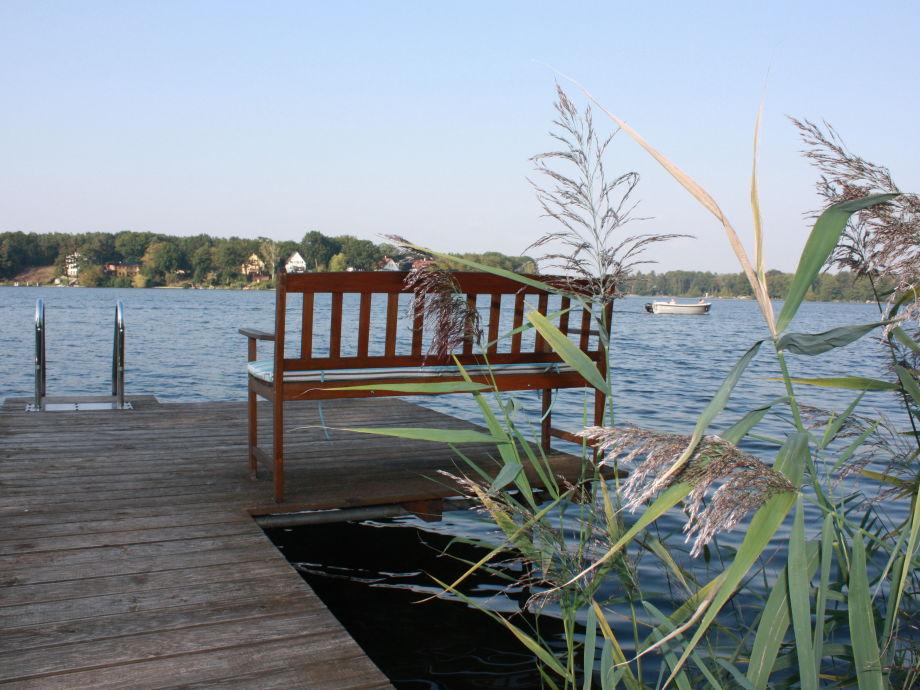 Sitzbank mit schönem Ausblick auf den Peetzsee